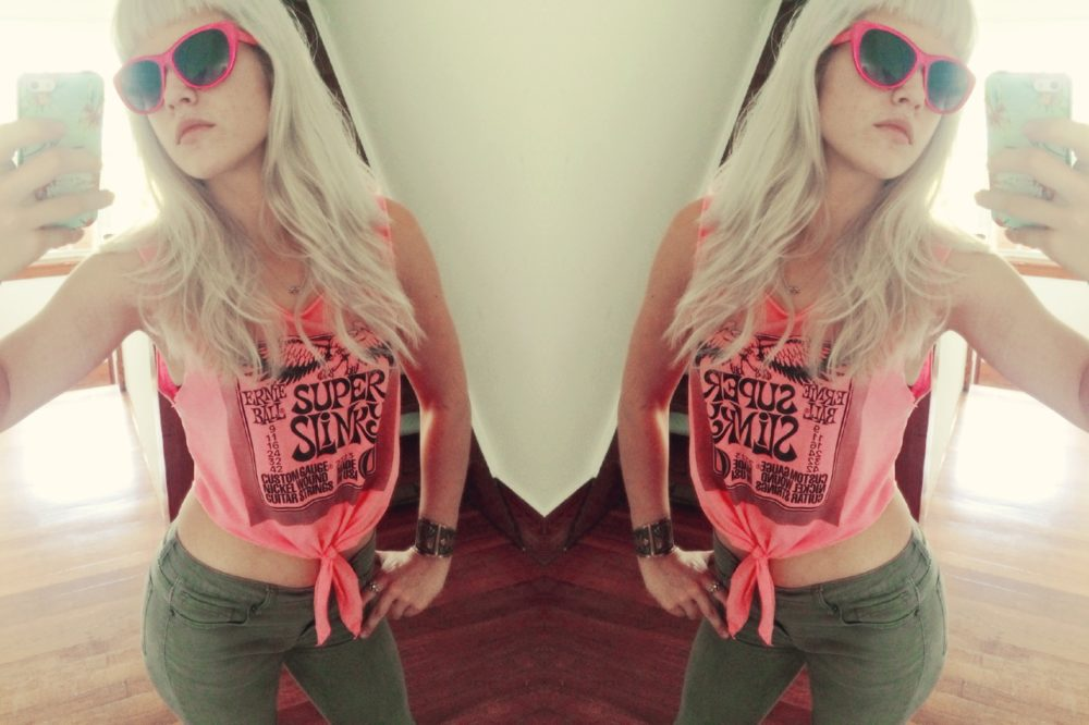 8 Steps To Reconstruct An Old T-shirt Into DIY Crop Top
